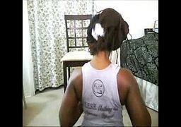 casada mostrnado o rabo na webcam