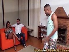 Corno assistindo esposa na suruba xvideo brasil