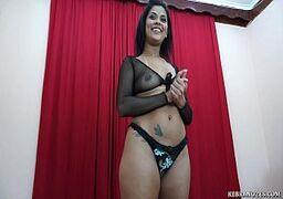 Mulher no porno nacional esculachando um cara broxa