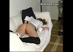 Branquela malandrinha fudendo no sofá de casa com vizinho cine novinhas