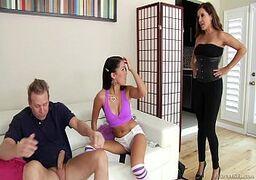 Brazzers com duas novinhas gostosas fazendo sexo brutal com o marmanjo