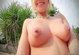 Loirinha novinha fazendo sexo anal