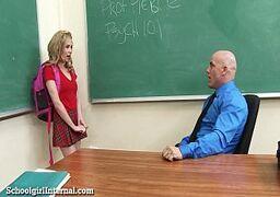 Loirinha safada entrando na pica do professor careca tarado alunas no cio