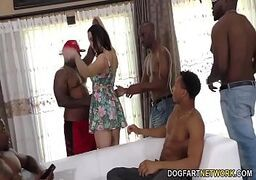 Morena do peito durinho dando para uma galera de negros bem dotados