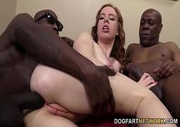 Negão fazendo sexo com as novinhas ruiva taradinha engolindo a pica dos marmanjos pauzudos