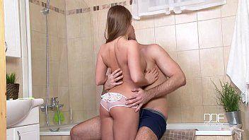 Novinha linda que adora meter de quatro dentro do banheiro