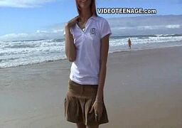 Novinha pelada na praia sendo filmada