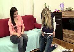 Novinhas xvideos lesbicas chupando bucetinha