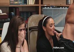 Morenas safadas levando pica do safado dotado no escritorio