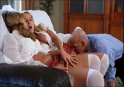Video porno loiras bucetudas fudendo com um marmanjo de muita sorte e tesão