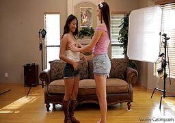 Cadelinha deliciosa metendo com sua amiga cine lesbicas