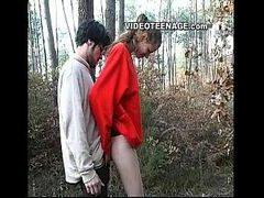 Filme porno novinha gata mamando piroca do marmanjo no meio do mato