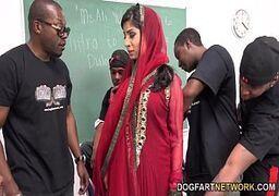 Negões dotados passando a rola na professora árabe gostosa
