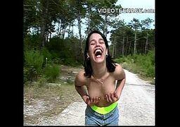 No cuzinho que ela gosta porno amador com a brasileirinha morena bem gatinha e safada