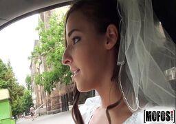 Porno buceta grande da noiva sendo fudida pelo marido de sorte depois do casamento
