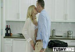 Porno tube online com um casal bem crazy fazendo uma cena de sexo anal bem selvagem onde eles começam se pegando no meio da cozinha