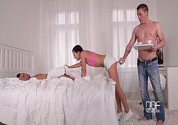 Videos porno grátis de sexo á três com os dois machos metendo na gatinha novinha