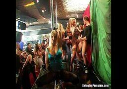 Videos porno online grátis com as vadias bem deliciosas prontas para meter gostoso na orgia