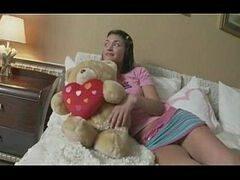 Videos porno tub ninfeta morena bem safada pronta para meter na piroca do marmanjão do malandro