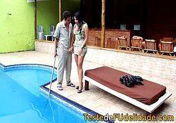 Xvideos br vadia do cu grande madurinha dando pro marmanjo limpador de piscina