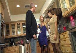 Xxxvideos ninfeta dando o cú na cozinha com a amiga e com o marido