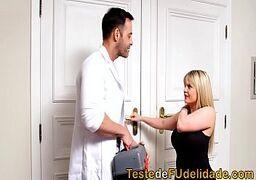 Casal de namorados trepando no chaburbate no meio da consulta