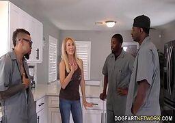 Estuprando uma loira safada com vontade e deixando ela com o cuzinho bem aberto