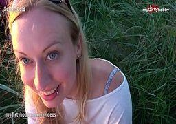 Loira bella da semana seduzindo no boquete pro maridão ao por do sol