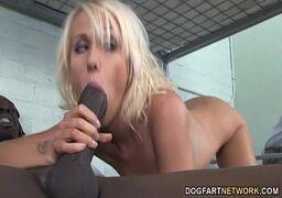 Loirinha fazendo video de sexo com negrao bem dotado