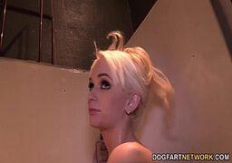 Macho filmou a namorada dando a buceta pro negão dotado e safado