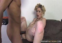 Porno com mais uma loirona cavalona que adora uma pica preta de um negão filho da puta de bem dotado