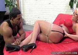 Ver porno amadora rabuda fazendo anal com a vadiazinha muito gostosa e safada