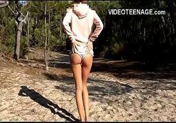 Xvideos amador com uma linda novinha safada dando na praia para o seu macho que lhe tora com tudo de quatro