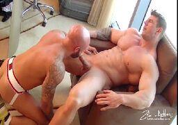 Gays musculosos fazendo sexo porno em filmes HD
