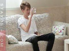 Sexo de gay de 18 aninhos dando o toba pro priminho