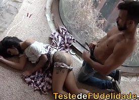 Empregada novinha dando a bundinha pro seu chefe casado