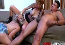 Filmes de sexo com duas vadias soltas na suruba gostosa