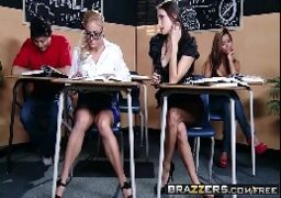 Sexo na escola com alunas vadias fodendo na suruba