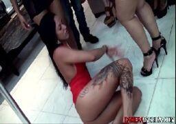 Várias gostosas fazendo orgias na festinha caseira
