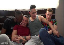 Amigos gays fazendo orgias na escola