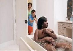 Imagens de mulher pelada fazendo sexo com dois novinhos