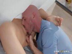 Mulher madura sendo arrombada pelo amigo do pau gostoso