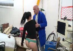 Porno pesado pai comendo a filha gostosa