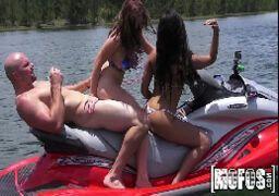 Pornodeporno putas fazendo orgias em alto mar