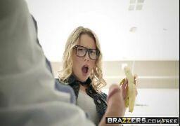 Sandy pelada fazendo sexo gostoso em videos porno