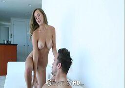 Video de sexo quente com ninfeta tesuda mostrando o que sabe fazer na piroca