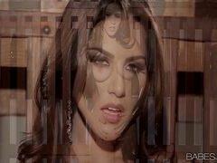 Vidio porno com essa safadinha morena dos peitos grandes tocando uma siririca nervosa