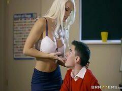 Comendo a professora gostosa que adora dar pra dois depois da aula