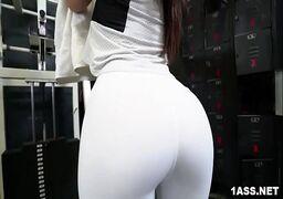 Videos de sexo brasileiro com essa bunduda perfeita dando a buceta na academia
