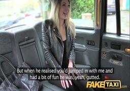 Xxx.com loira maravilhosa fodendo com seu amigo no carro